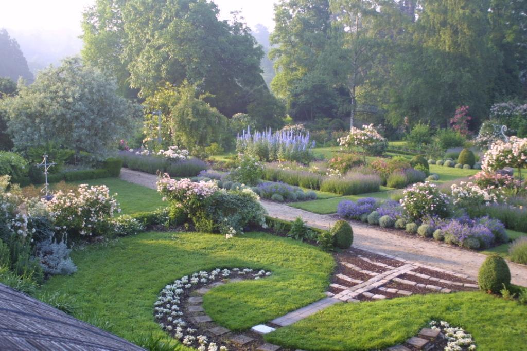 Les jardins de viels maisons for Photo de jardin de maison